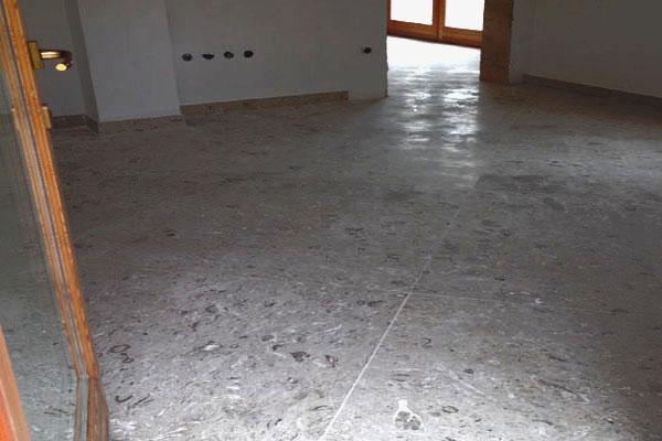 pavimentazione saletta in Aurisina Fiorita, spazzolata