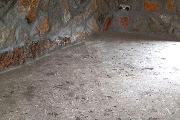 pavimento taverna in Aurisina Fiorita SPAZZOLATA