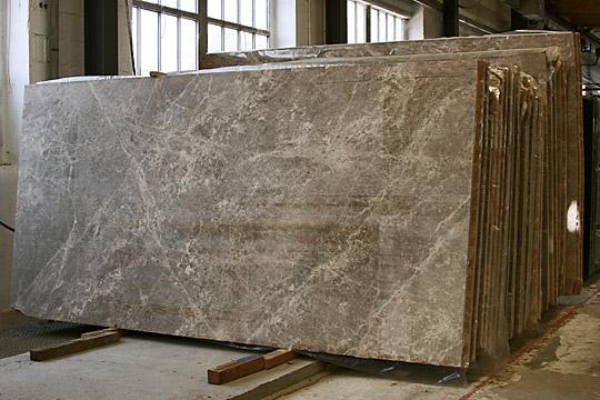 Dalles de marbre Emperador sciés
