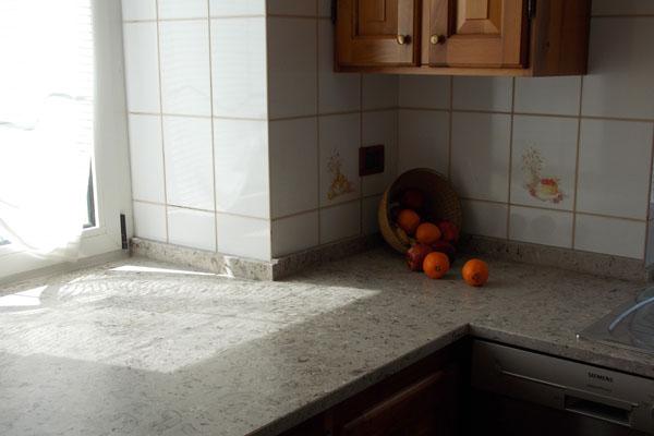 dettaglio top cucina - finitura marmo lumachella spazzolato