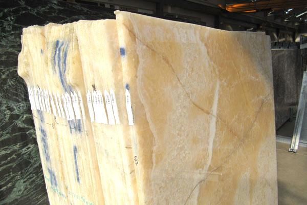 lastre spessore 2cm di onice RESINATO + LUCIDATO