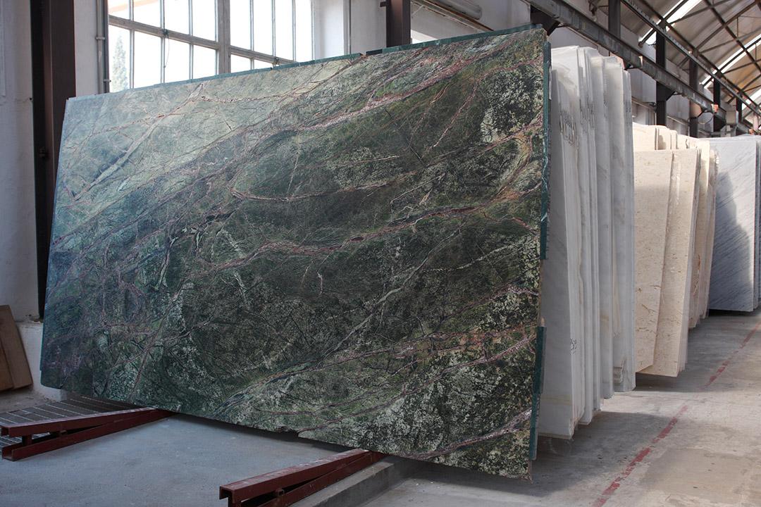 Lastre marmo verde lucido, spessore 2 cm.