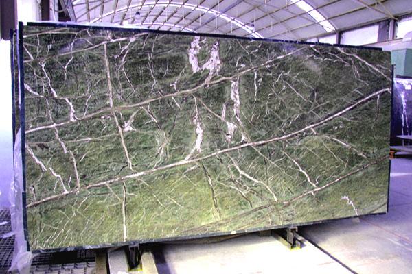 Rain forest green m rmol placas precios for Placa marmol