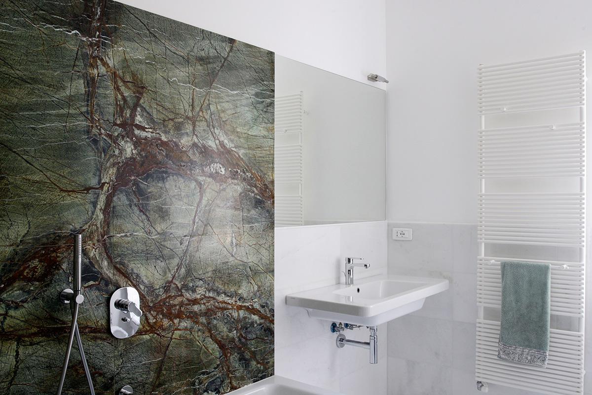 Rivestimento marmo verde bagno