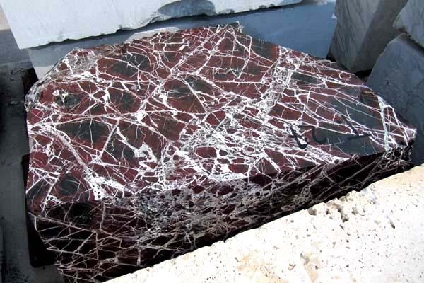Blocco di marmo ROSSO LEVANTO