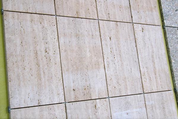 Travertino Classico: rivestimento interno piano sega, formato 60x30x2 cm