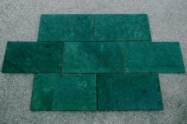 pavimento lucido Verde Guatemala 61x30.5x1cm